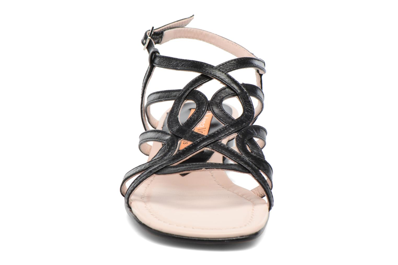Sandalen Anna Volodia Aplat schwarz schuhe getragen