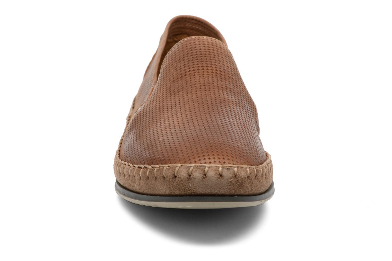 Loafers Fluchos Bahamas 8674 Brun bild av skorna på