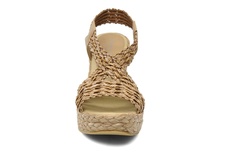 Sandali e scarpe aperte Elizabeth Stuart Fuxy 310 Beige modello indossato