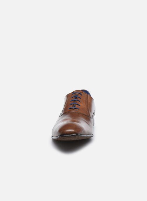 Zapatos con cordones Azzaro Mars Marrón vista del modelo