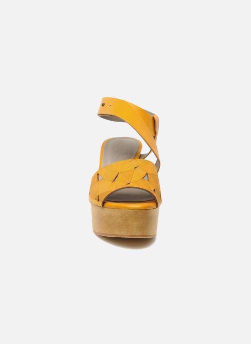 Sandales et nu-pieds Skin by Finsk TURINA Jaune vue portées chaussures