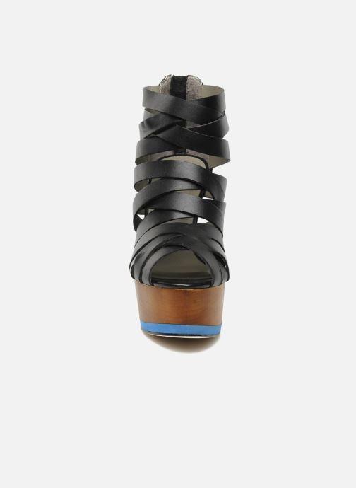 Sandalias Skin by Finsk NESIVE Negro vista del modelo