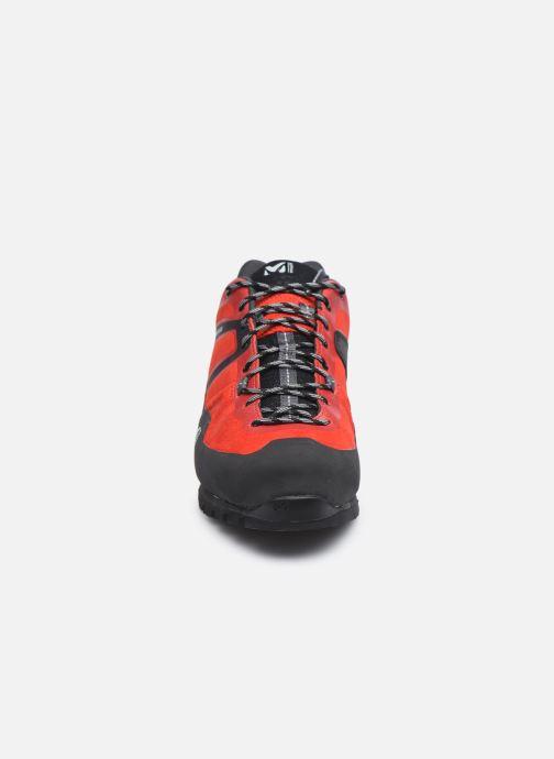 Scarpe sportive Millet Trident Guide Rosso modello indossato