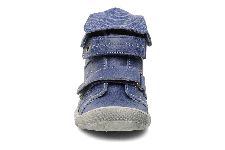 Scarpe con gli strappi Babybotte Actor Azzurro modello indossato
