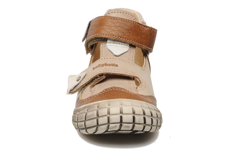 Zapatos con velcro Babybotte Shamalo Marrón vista del modelo