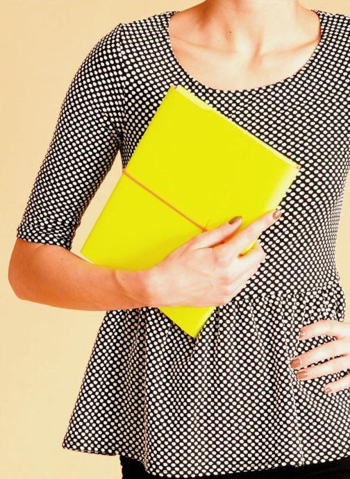 Portemonnaies & Clutches Coverlab I-pad case gelb ansicht von unten / tasche getragen