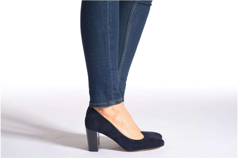 High heels Perlato Paty Beige view from underneath / model view