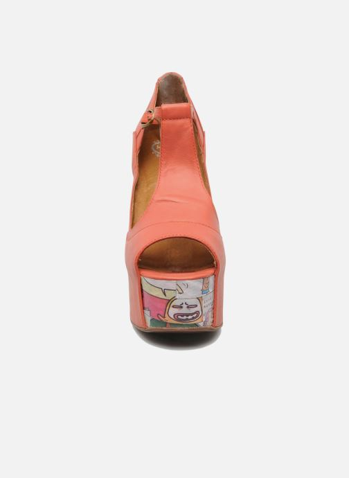 Sandalias Jeffrey Campbell Foxy - Cartoon Heel Naranja vista del modelo