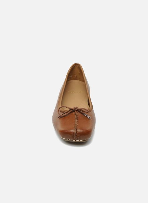 Ballerine Clarks Unstructured Freckle Ice Marrone modello indossato