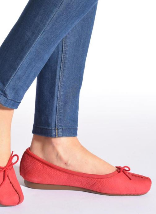 Ballerines Clarks Unstructured Freckle Ice Rouge vue bas / vue portée sac