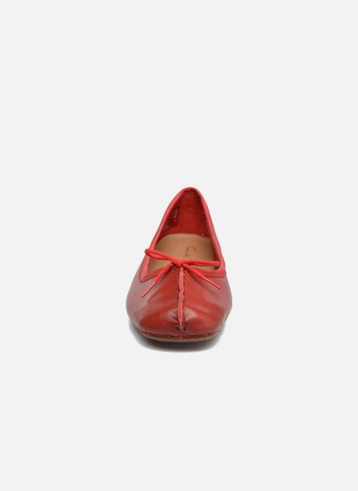 Ballerines Clarks Unstructured Freckle Ice Rouge vue portées chaussures