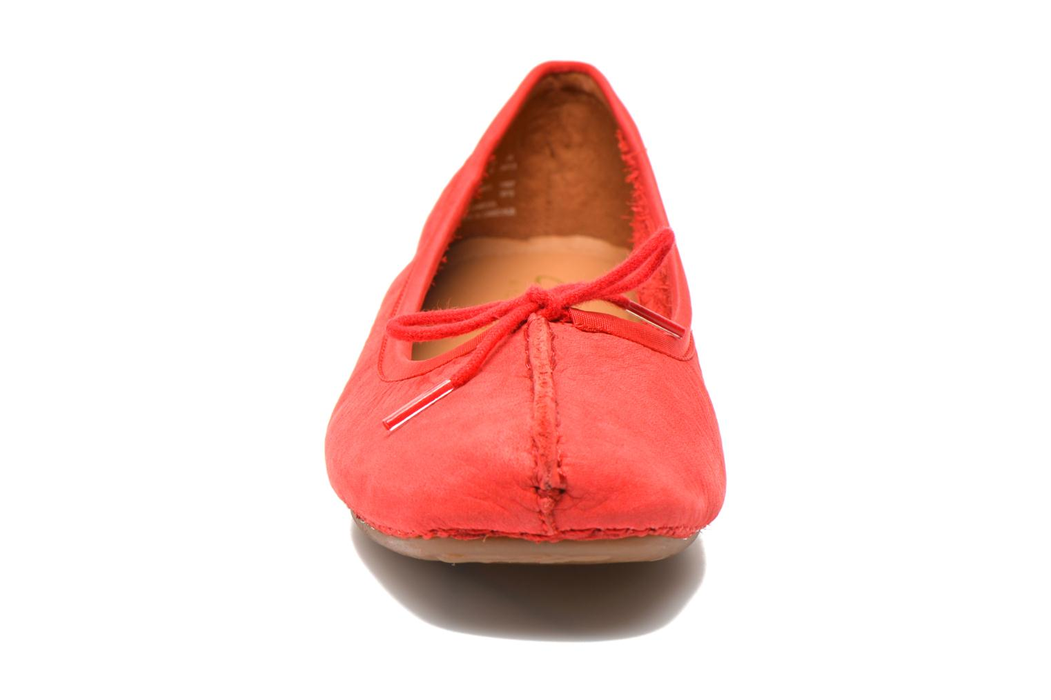 Bailarinas Clarks Unstructured Freckle Ice Rojo vista del modelo