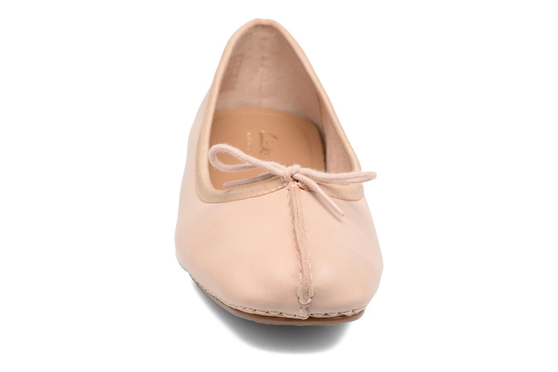 Bailarinas Clarks Unstructured Freckle Ice Rosa vista del modelo