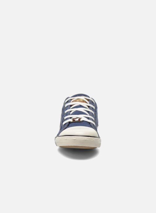 Sneakers Mustang shoes Flaki Azzurro modello indossato