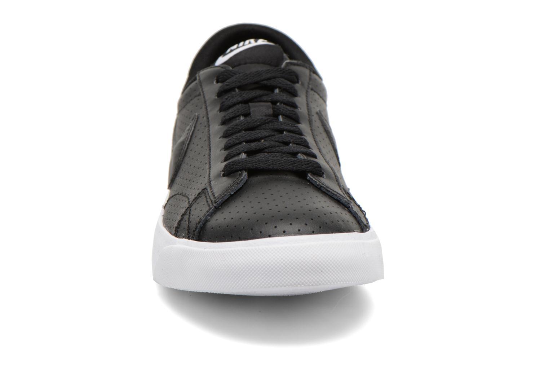 Baskets Nike Tennis Classic Ac Noir vue portées chaussures