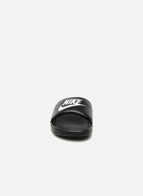 Sandali e scarpe aperte Nike Benassi Jdi Nero modello indossato