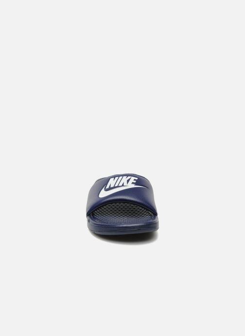 Sandali e scarpe aperte Nike Benassi Jdi Azzurro modello indossato