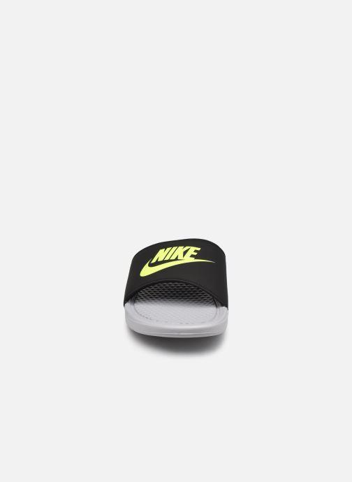 Sandales et nu-pieds Nike Benassi Jdi Gris vue portées chaussures