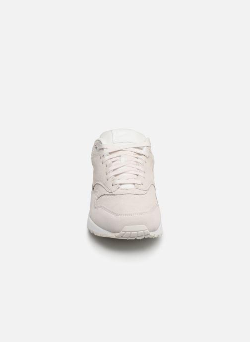 Baskets Nike Wmns Air Max 1 Prm Beige vue portées chaussures