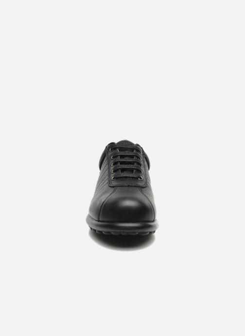 Sneakers Camper Pelotas Ariel 27205 Nero modello indossato