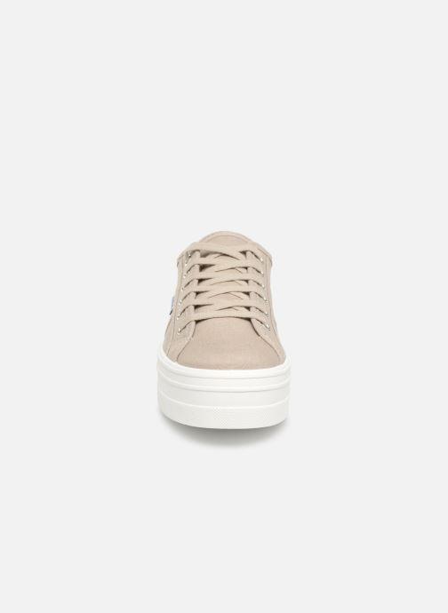 Sneakers Victoria Blucher Lona Plataforma Beige modello indossato