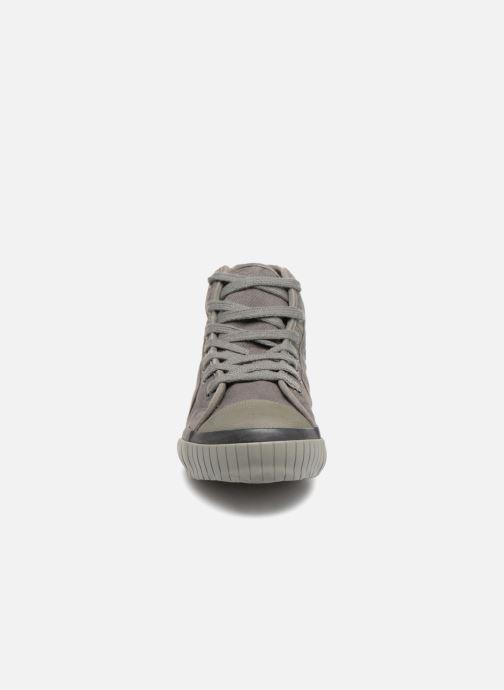 Sneaker TBS Crypto grau schuhe getragen