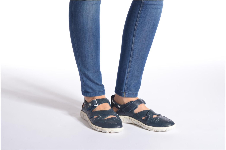 Sandalen TBS Juline beige ansicht von unten / tasche getragen