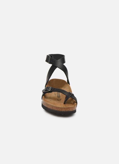 Sandales et nu-pieds Birkenstock Yara Cuir W Noir vue portées chaussures