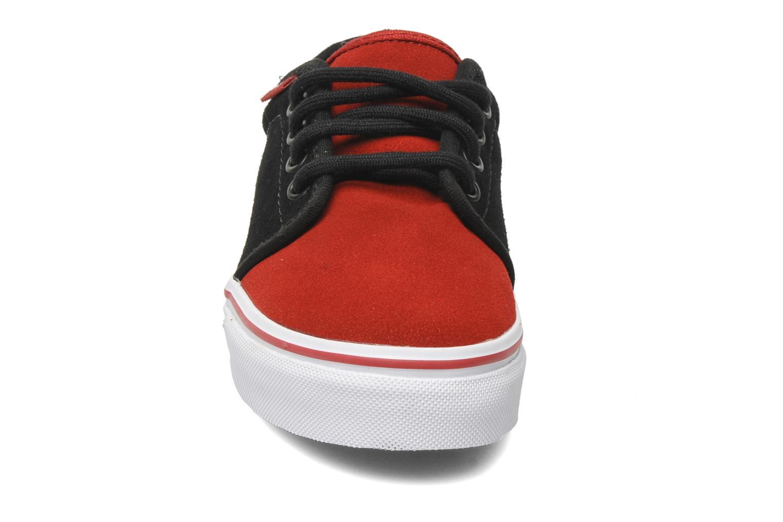 Baskets Vans Vulcanized Rouge vue portées chaussures