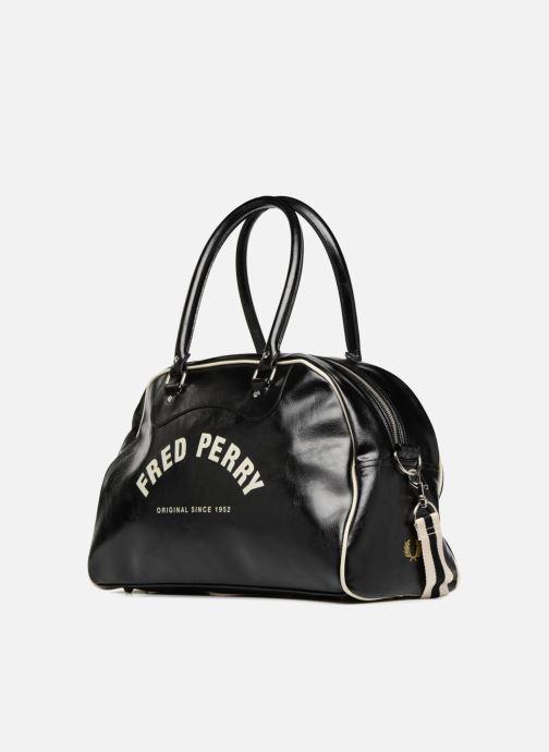 Bagages Fred Perry Classic grip bag Noir vue portées chaussures