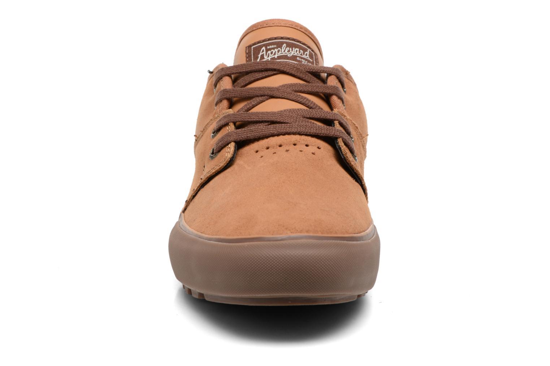 Chaussures de sport Globe MAHALO Marron vue portées chaussures