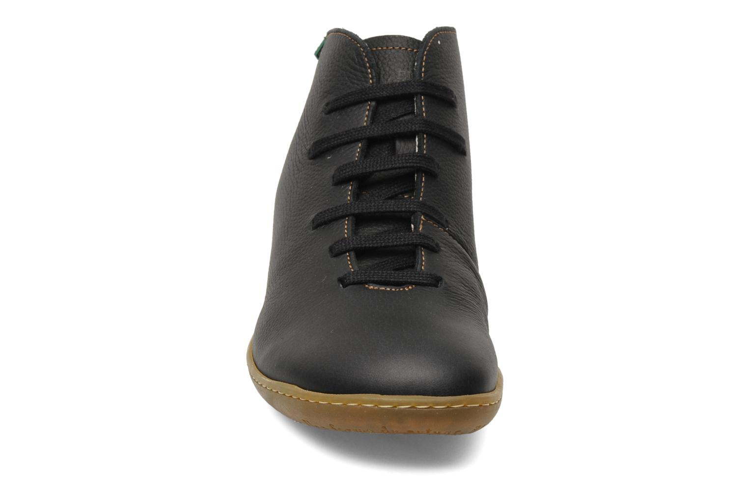 Lace-up shoes El Naturalista Viajero N267 W Black model view
