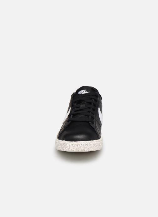 Sneakers Nike Nike Blazer Low Gs Nero modello indossato