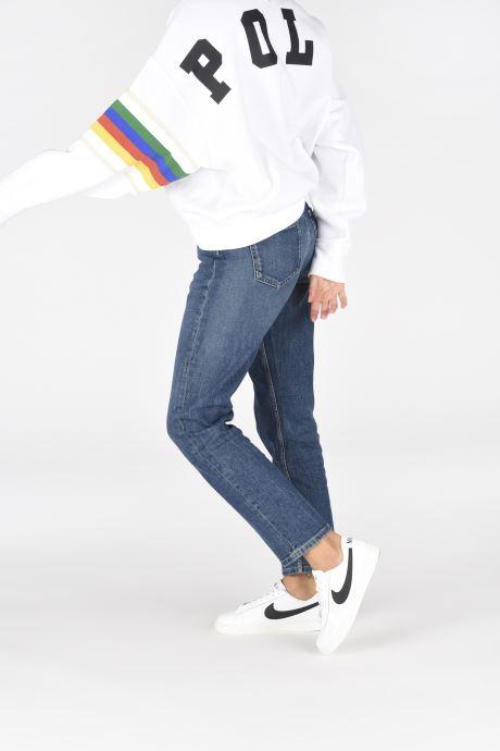 Sneaker Nike Nike Blazer Low Gs weiß ansicht von unten / tasche getragen