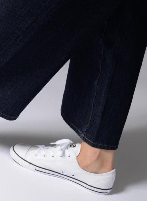 Sneaker Converse All Star Dainty Cuir Ox W weiß ansicht von unten / tasche getragen