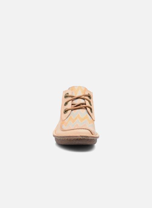 Zapatos con cordones Clarks Funny Dream Beige vista del modelo