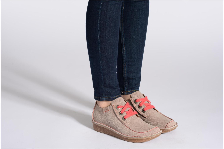 Chaussures à lacets Clarks Funny Dream Noir vue bas / vue portée sac