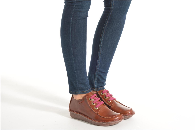 Chaussures à lacets Clarks Funny Dream Bordeaux vue bas / vue portée sac