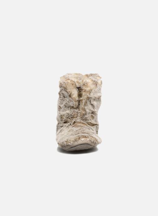 Slippers BEDROOM ATHLETICS Cole Beige model view