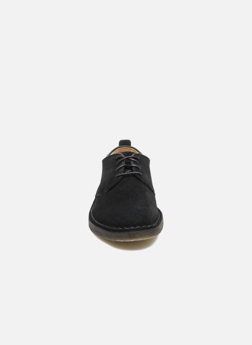 Chaussures à lacets Clarks Originals Desert London Noir vue portées chaussures