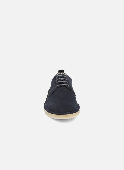 Zapatos con cordones Clarks Originals Desert London Azul vista del modelo