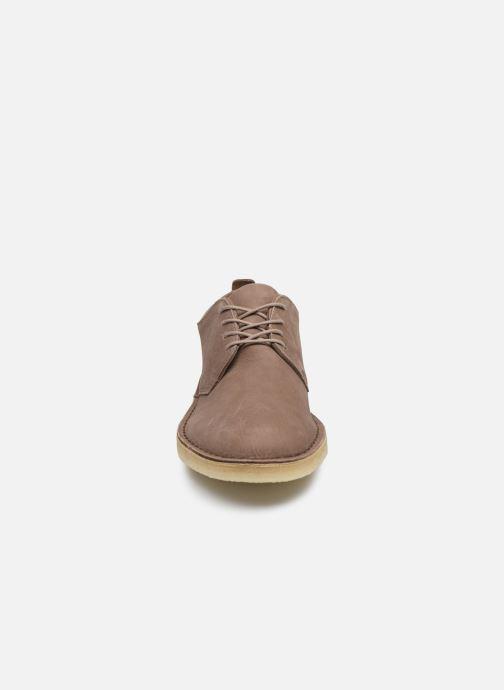 Zapatos con cordones Clarks Originals Desert London Violeta      vista del modelo
