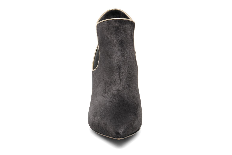 Bottines et boots Casadei Mina Gris vue portées chaussures