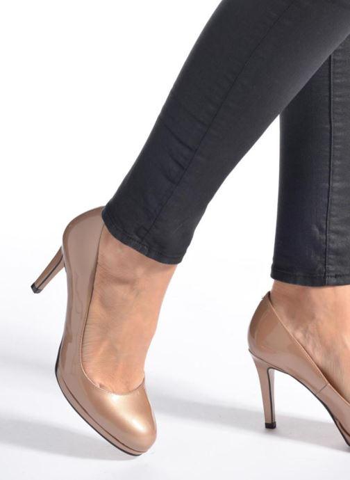 High heels Georgia Rose Serverne Beige view from underneath / model view