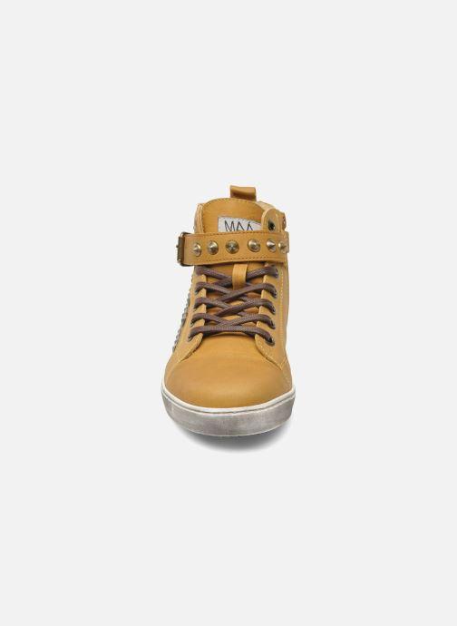 Sneakers Maa Rocker Giallo modello indossato