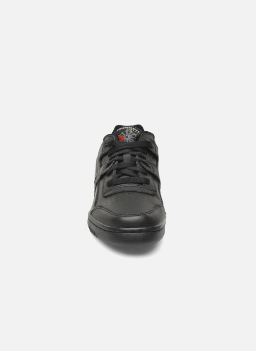 Sneaker Reebok Workout Plus schwarz schuhe getragen
