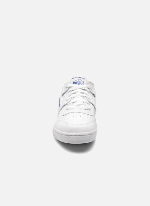 Sneaker Reebok Workout Plus weiß schuhe getragen