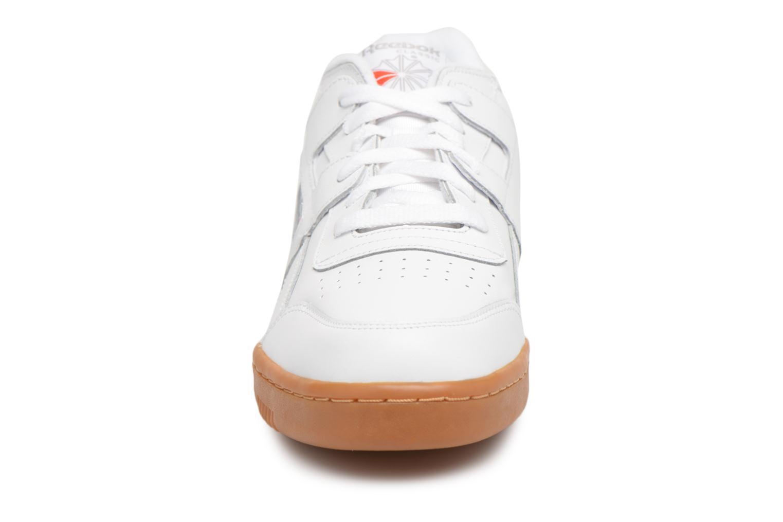 Baskets Reebok Workout Plus Blanc vue portées chaussures