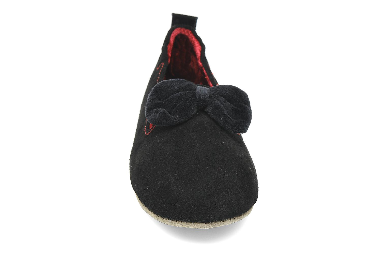 Chaussons Isotoner Charentaise Cuir Velours Grand Nœud Noir vue portées chaussures