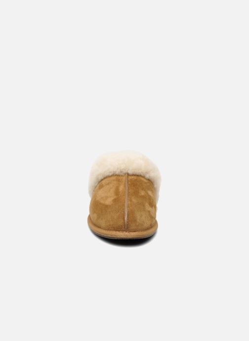 Chaussons UGG Scuffette II Marron vue portées chaussures